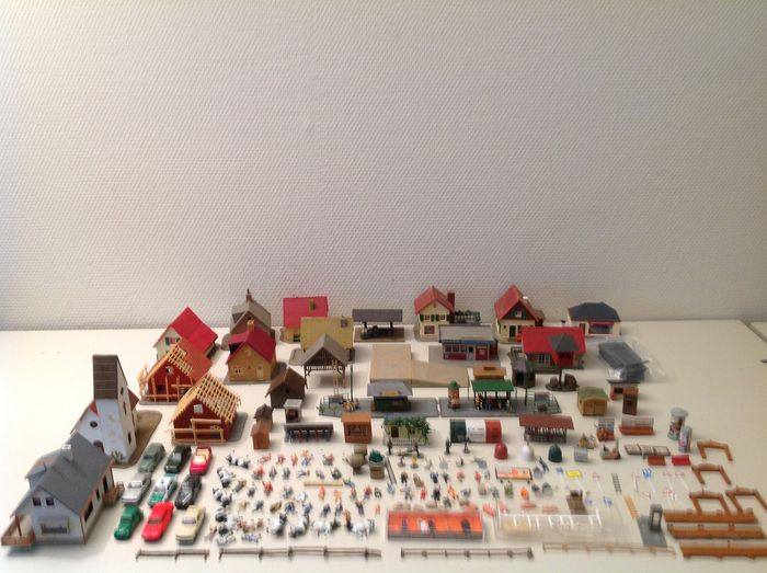 Faller, Herpa, Merten, Noch, Pola, Preiser, Wiking, Auhagen H0 - 14057 - Scenery - Buildings, figures, vehicles and other scenery