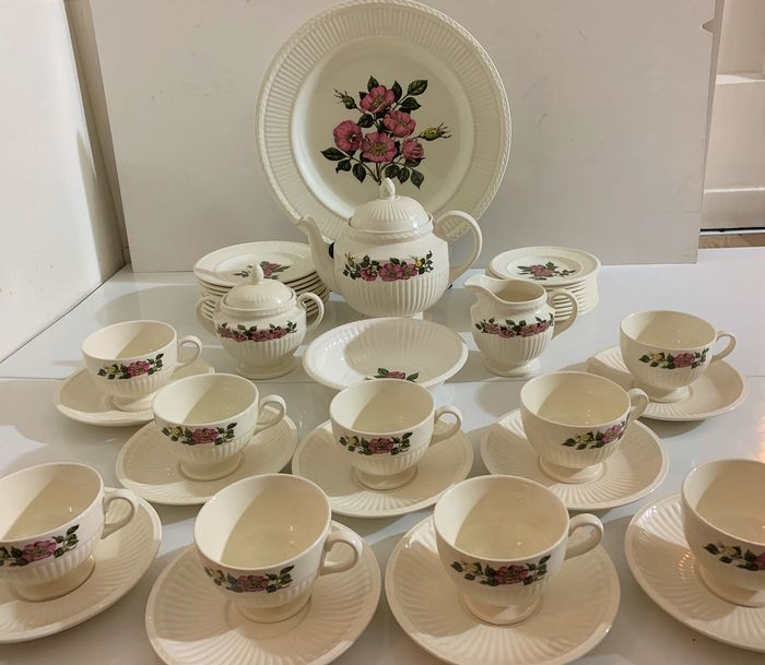 Wedgwood of Etruria and Barlaston - Tea and Coffee service Briar Rose (43)