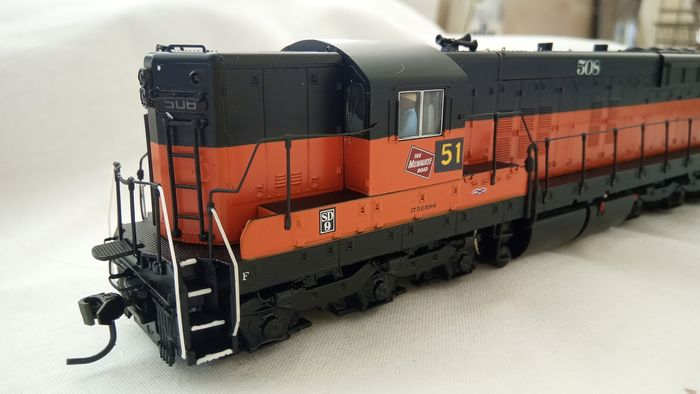 Brodway Limeted H0 - Diesellocomotief - SD8 - Milwaukee Road