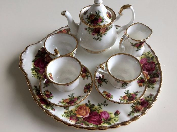 Royal Albert - A coffee service from Old Country Rose (8) - Porcelain