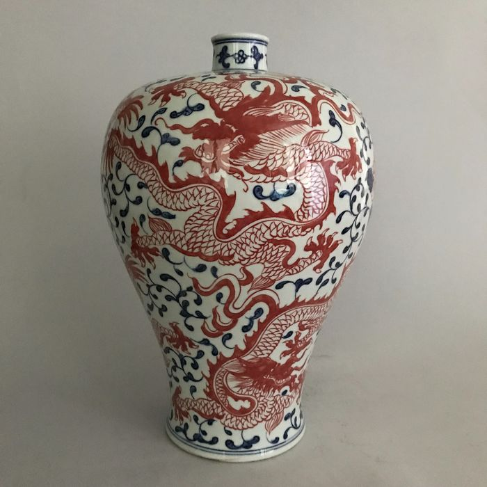 Vase 'meiping' (1) - Blue and white - Porcelain - Dragon - China - Late 20th century