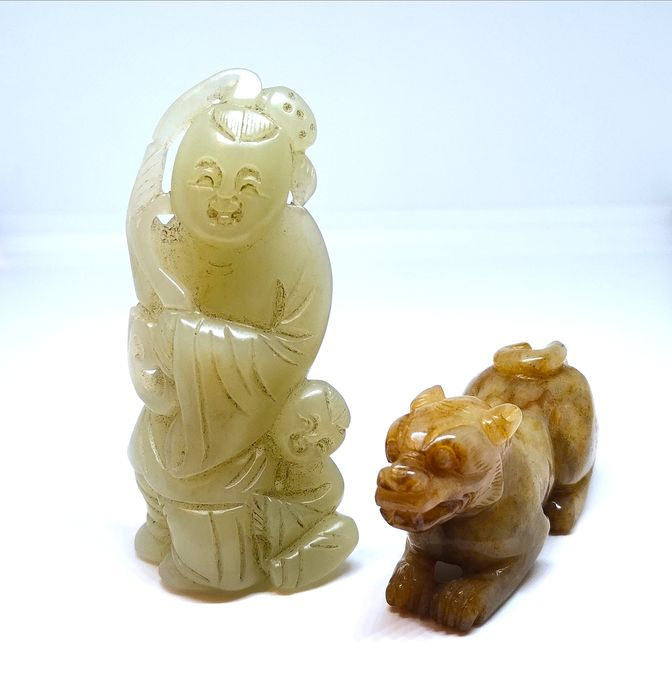 Two Greenish-White and Grey Jade Carving 'Dancing Girl with a Boy' and 'Monster' - No Reserve Price - Nephrite jade - China - Second half 20th century