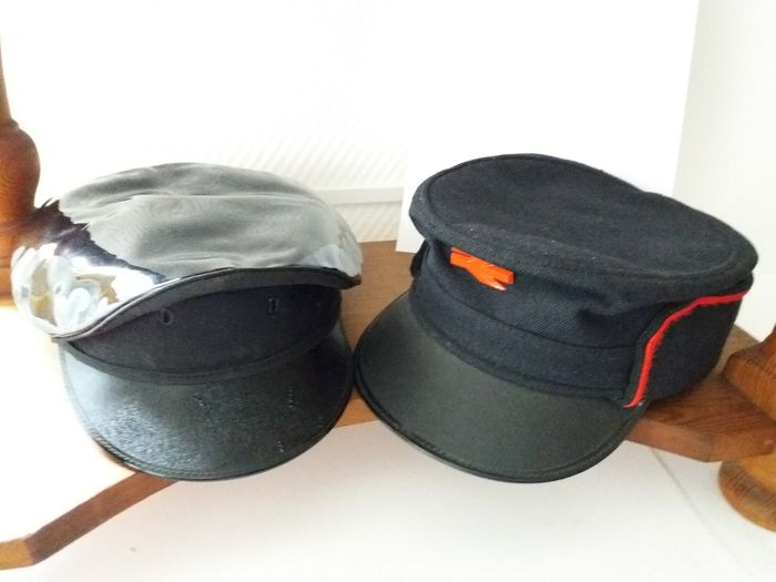 Engineers cap and Conducteur cap - English Railways - Fabric, wood, leather and plastic
