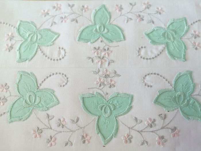 Old bedding set, pillowcase and sheet, beautiful embroidery. Monogram.- - Cotton Layer Without use. - 1920-1949
