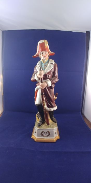 Statue of soldier from Napoleon's army - Porcelain