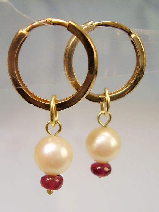 8 kt. Akoya pearls, Yellow gold - Earrings - 5.10 ct Akoya pearls - Ruby rondelle