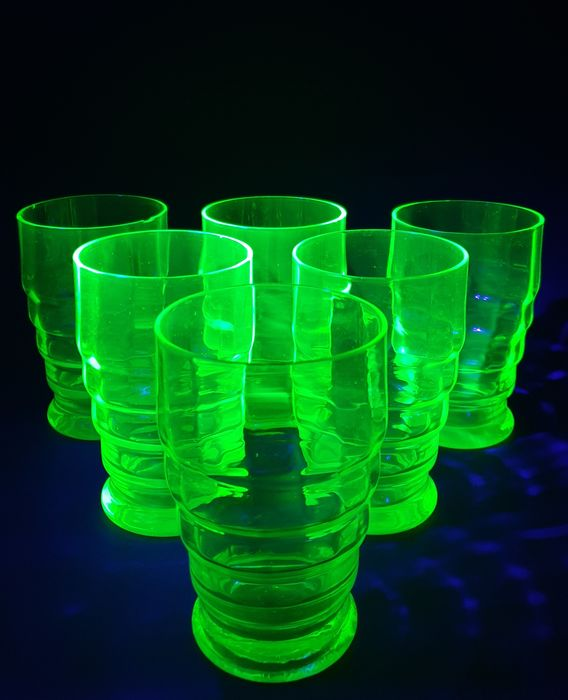 Doyen - Green (water) glasses - Art Deco glasses with uranium dioxide (6) - Uranium glass - Crystal