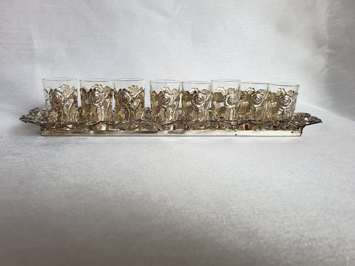 Complete set of 8 liquor / drink glasses on the accompanying serving tray - Silverplate