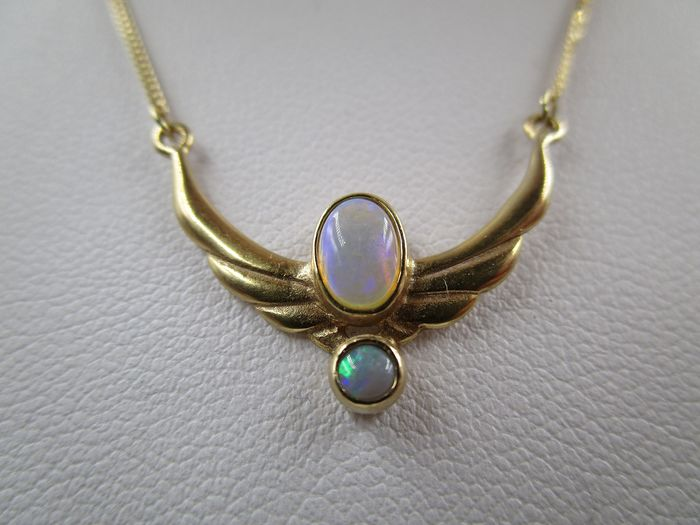 8 kt. Yellow gold - Necklace with pendant - 0.68 ct Opal