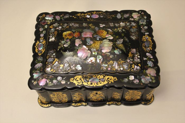 Napoleon III jewelry box in lacquer and mother-of-pearl inlays inspired by - Napoleon III - Mother of pearl, Wood - Second half 19th century