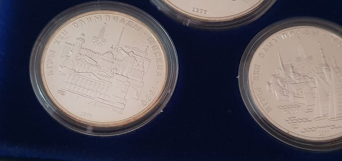 1977 ITALY complete set coins UNC PERFECT CLOSED IN PLASTIC BOX