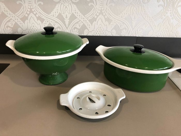 Large Vintage 1960s Iron in Green / White Glazed Cast Iron. (6) - Iron (cast/wrought)