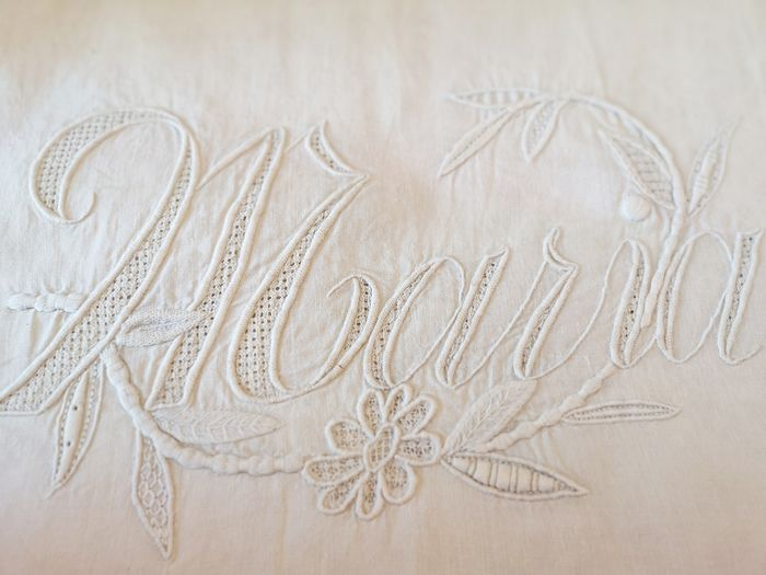 Quadrant. Pure thread cushion, with beautiful hand embroidery. - No reserve price. Pure thread, no mix - 1920-1949
