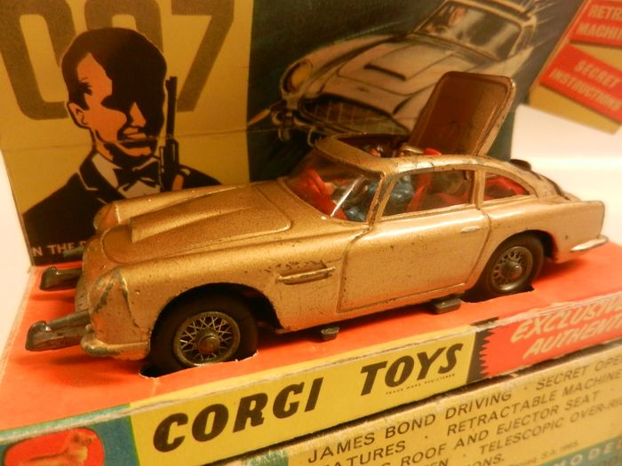 Corgi Toys - 1:43 - James Bond Aston Martin nr 261