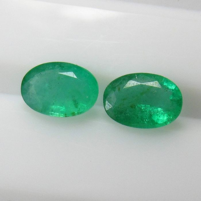 2 pcs Green Emerald - 1.34 ct