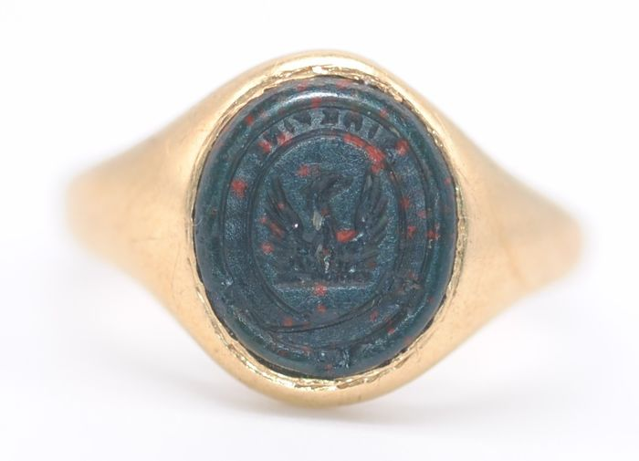 Bloodstone Crest (Sine Fine) Important Ties to Fabergé - 18 kt. Yellow gold - Ring