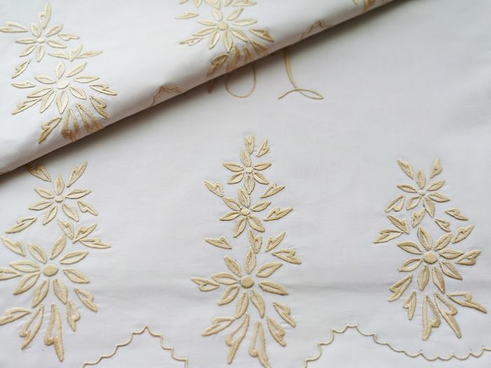Bed sheet set, top sheet and cushion, large embroideries. Never used.