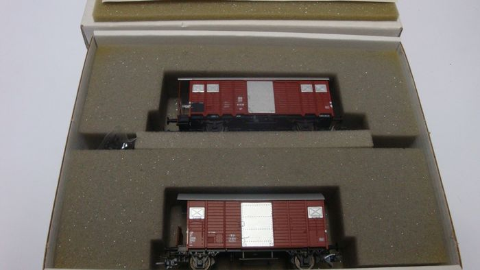 Aku H0 - 1102 - Freight wagon set - Closed freight wagon K3 of the SBB and K2 of the BLS - BLS, SBB