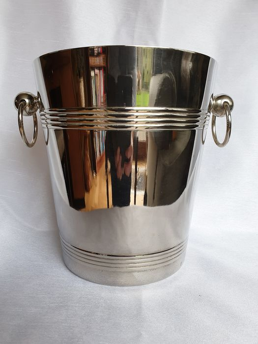 Sleekly designed wine cooler - Art Deco - Silverplate