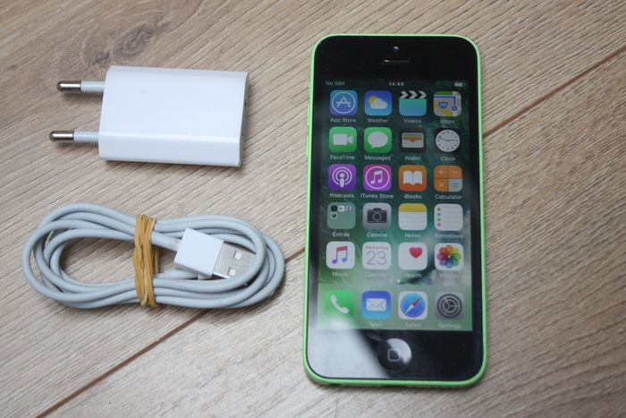 Apple iPhone 5C (Green, 16GB) - model A1507 - With original charger & lightning cable