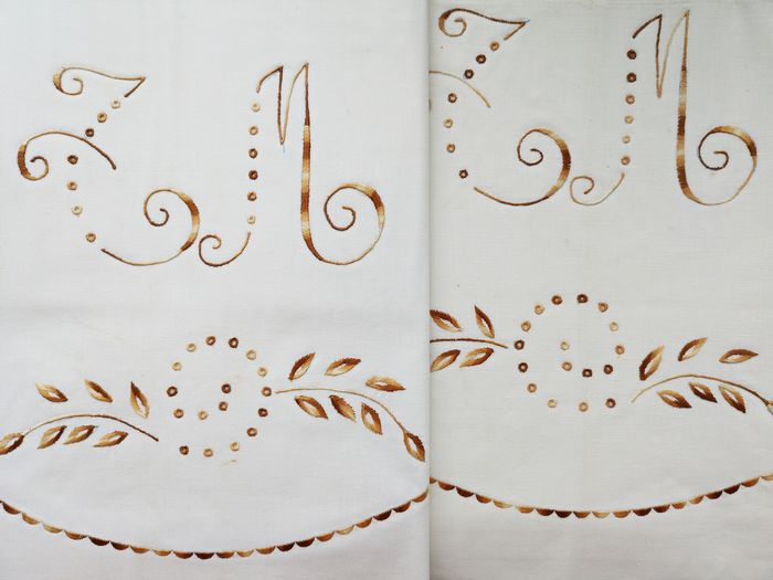 Bed sheet set, top sheet and pillowcase, large embroideries. Never used.