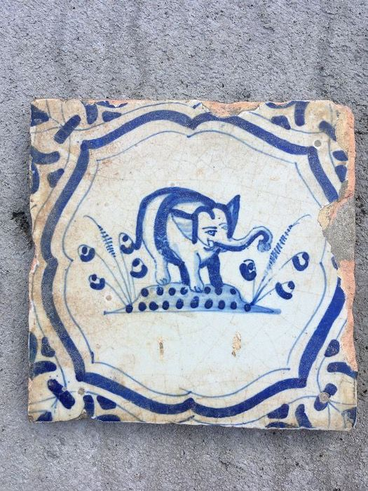 rare tile with an elephant image (1) - Earthenware