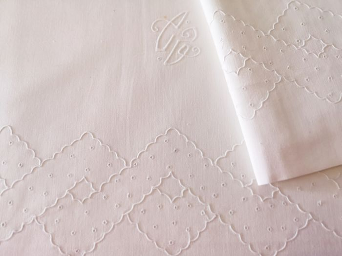 Old bedding set, hand embroidered on both pieces. In perfect condition.