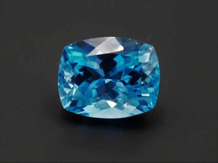 Blue London Topaz - 5.47 ct