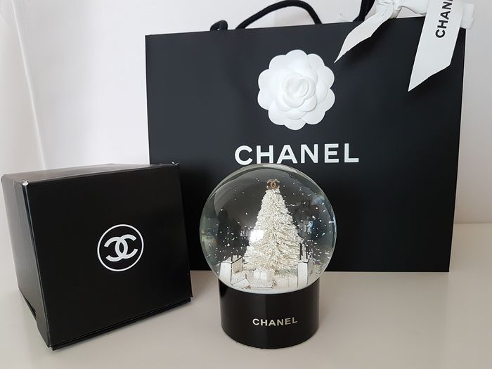 Chanel - Glass object (1) - Glass