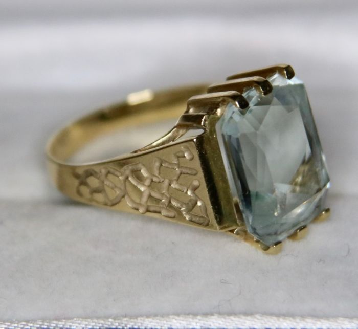 Maker's signed - 14 kt. Yellow gold - Ring - 9.00 ct Aquamarine  - Handcrafted Germany