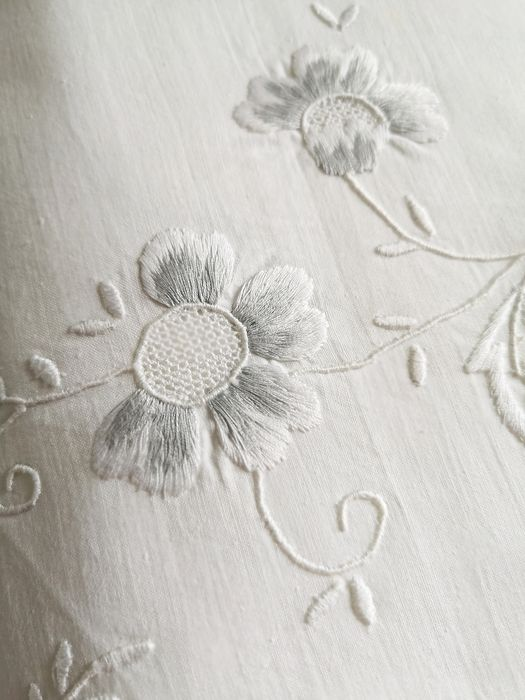 Top sheet. Old cotton, with weft. Embroidered monogram In perfect condition.