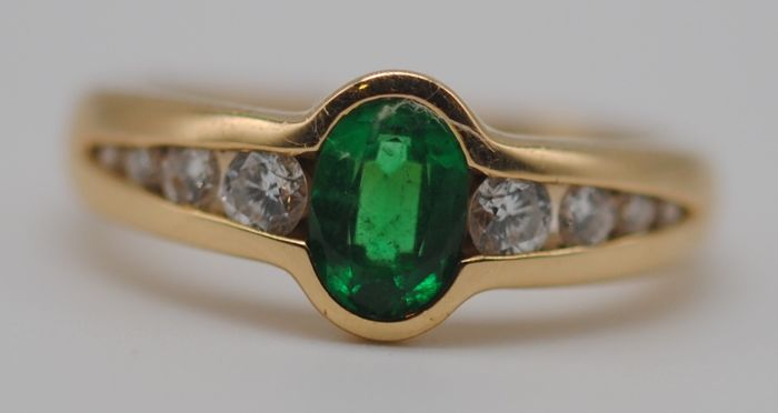 Emerald (0.85ct) & Diamond (0.36ct) - 18 kt. Yellow gold - Ring