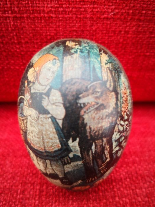 Unknown  - Tin surprise egg little red riding hood and the wolf - 1920-1929 - Germany