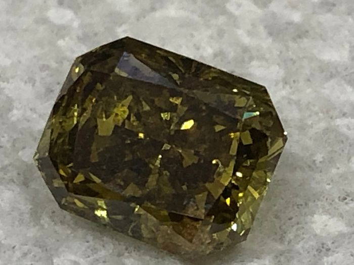 1 pcs Diamant - 2.51 ct - Coussin, Brillant modifié rectangulaire coupé en coin - fancy deep brownish greenish yellow - I2