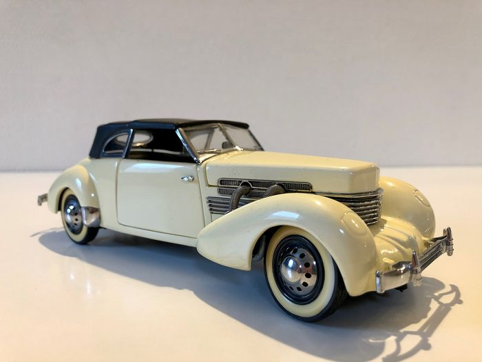 Franklin Mint, 1937 Cord 812 Phaeton convertible, très rare. Limited Edition a 1000 pièces - Model car - Metal - Wood