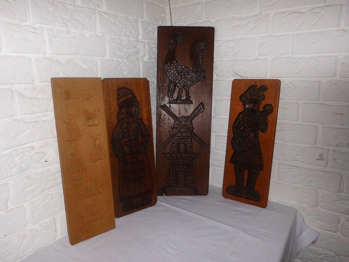 Lot of 4 gingerbread shelves from traditional bakery - Wood