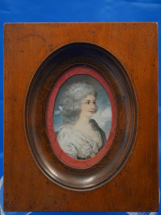 Portrait miniature - Miniature painted on veil, with wooden frame - Late 18th century