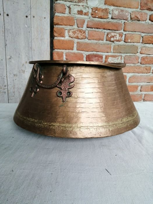 Antique hammered copper boiler of the early 1900s - Copper