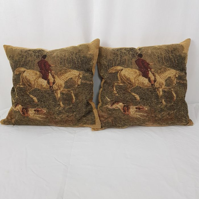 Two Gobelin cushions with hunting scenes - Gobelin fabric - Second half 20th century