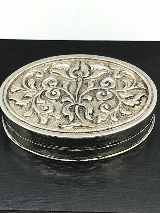 Large handmade antique Djokja silver pill box - Silver