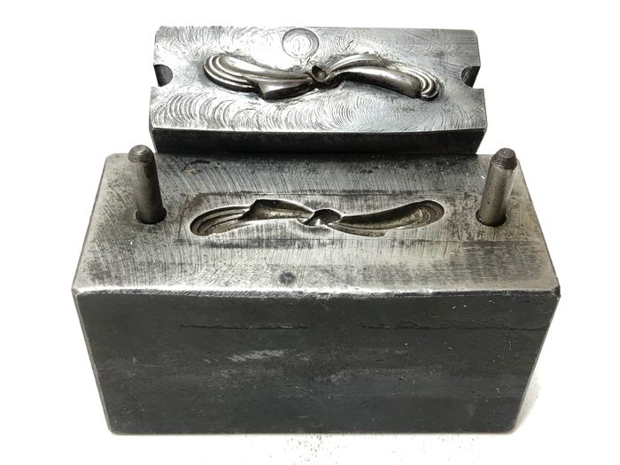 A metal factory brooch stamp - Iron (cast/wrought)