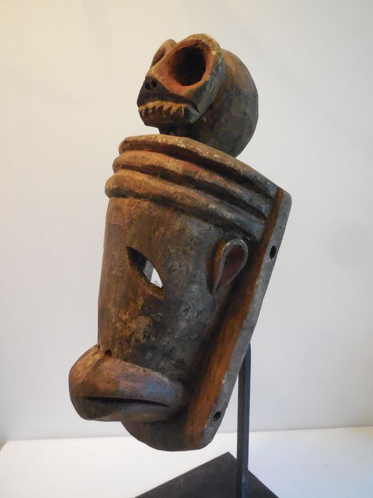 Ancient Kwele mask zoomorphic Antelope overhung with a skull - Wood - Gabon