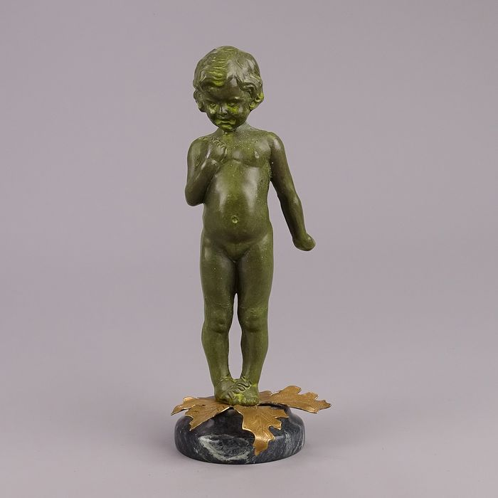 Patinated sculpture, representation of a child, France? 20th century. - Marble, Zamac