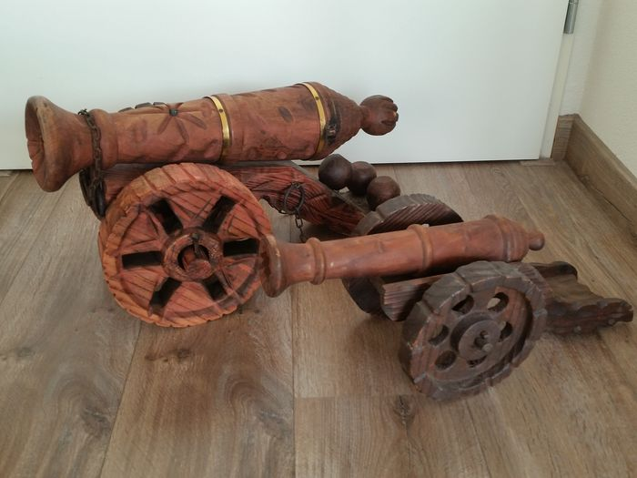 2 Large and Heavy (4 kg) Wooden Cannons - Wood