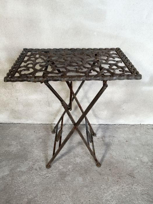 Beautiful cast iron table - Iron (cast/wrought)