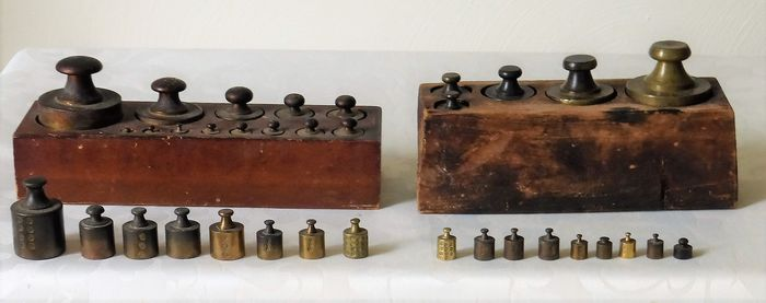 Collection of 35 weights, part of which is in two weight blocks - Bronze - Wood