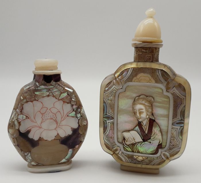 Pair of Inlaid Snuff Bottles (2) with Twin Lady Portraits  - Mother of pearl - China - Second half 20th century