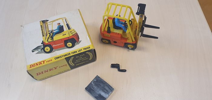 Dinky Toys - 1:43 - No.404 Conveyancer Fork Lift Truck