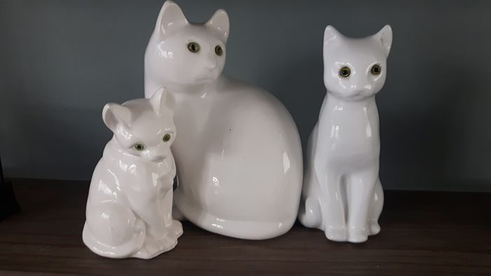 Vintage cats family