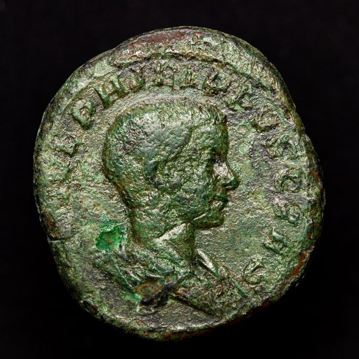 Römisches Reich - Sestertius - Philip II as Caesar (244-247 A.D.) Rome 246 A.D. PRINCIPI IVVENT prince, holding globe and spear. - Bronze